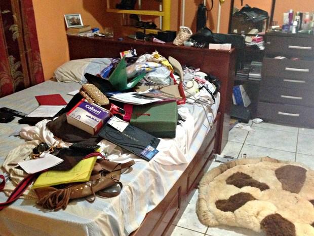Família foi feita refém durante a madrugada desta quinta-feira (24) (Foto: Caio Fulgêncio/G1)