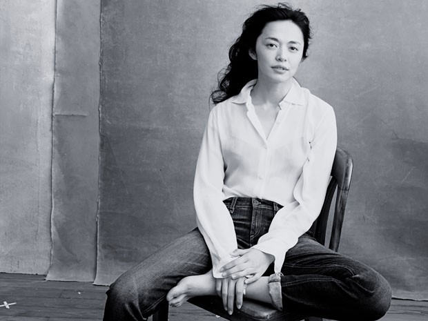 A atriz Yao Chen, primeira chinesa embaixadora da ONU para Refugiados, na edição 2016 do calendário Pirelli (Foto: Divulgação)