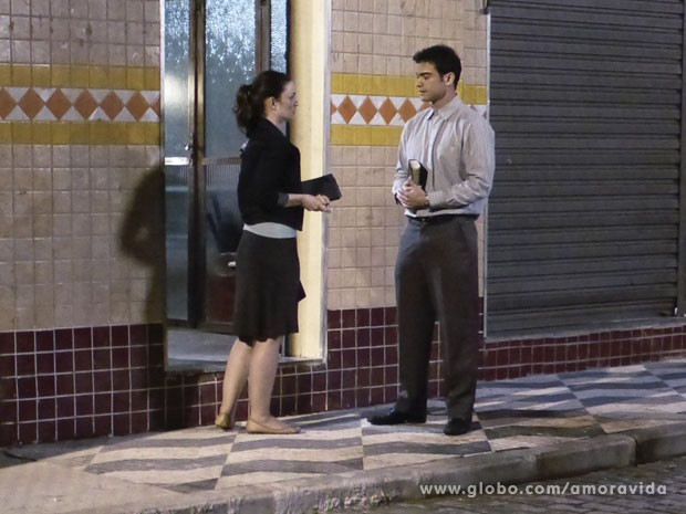Elias se interessa por Gina (Foto: Amor à Vida/ TV Globo)