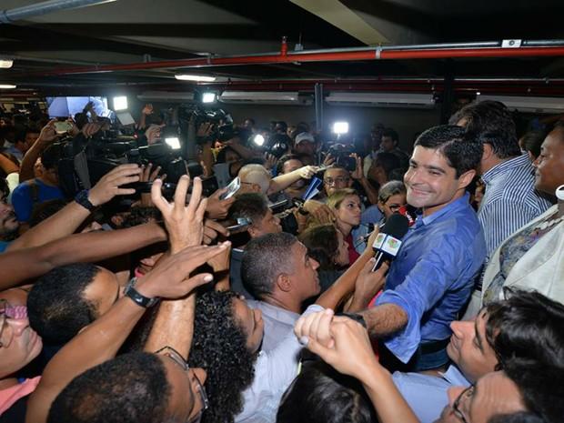 Prefeito de Salvador, ACM Neto, durante inauguração do terminal nesta terça-feira (29) (Foto: Max Haack/ Agecom)