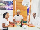 Nego do Borel almoça com os pais: 'Sonhando com esse dia'