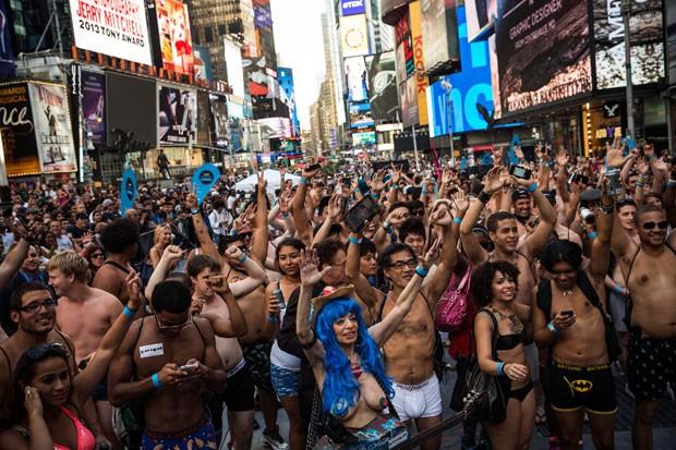 Por recorde, centenas de pessoas ficaram apenas com a roupa de baixo na Times Square (Foto: Emmanuel Dunand/AFP)