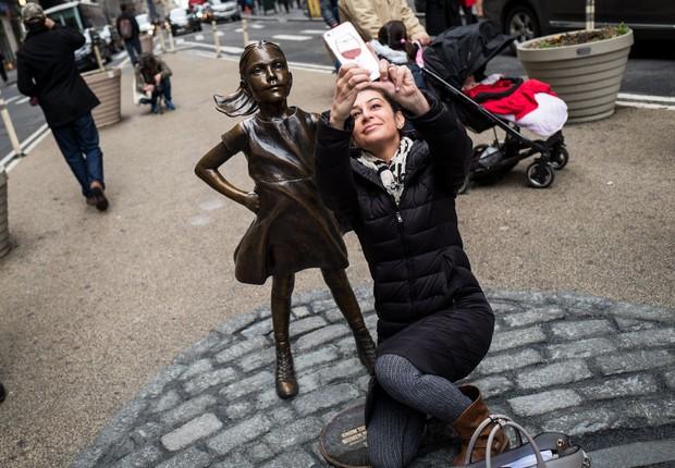 Menina destemida de Wall Street virou febre entre turistas (Foto: Drew Angerer/Getty Images)