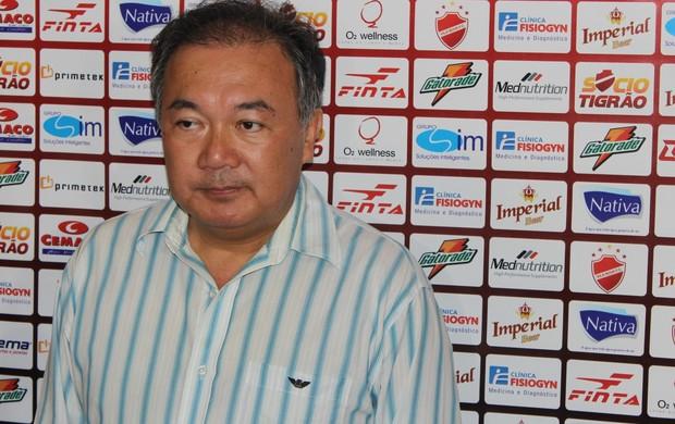 Mauro Morishita, diretor de futebol do Vila Nova (Foto: Fernando Vasconcelos / Globoesporte.com)