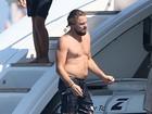 Sem camisa, Leonardo DiCaprio volta a exibir barriguinha saliente