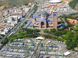 Na véspera do Dia da Padroeira, 80 mil devem passar pelo Santuário Nacional (Foto: Vanessa Vantine/TV Vanguarda)