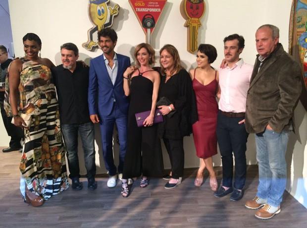Parte do elenco e equipe de 'Tempo de Amar' (Foto: QUEM)
