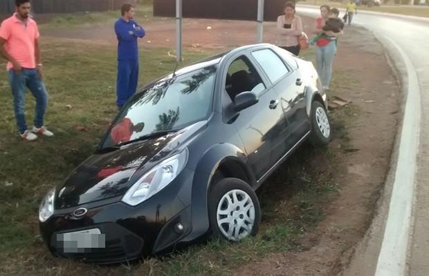 Apesar do susto, ninguém ficou ferido no acidente, em Goiás (Foto: Reprodução/TV Anhanguera)