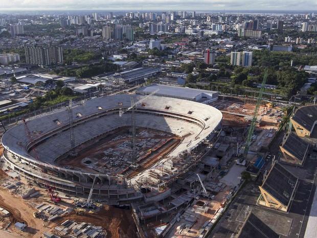 Vista aérea da construção da Arena da Amazônia, ou Estádio Vivaldo Lima, construído em Manaus para sediar jogos da Copa do Mundo 2014. A construtora estima que a obra encontra-se 75% completa. (Foto: Bruno Kelly/Reuters)