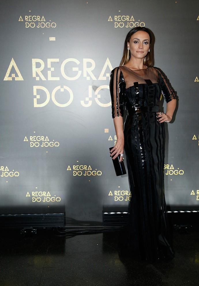 Susana Pires surge com longo preto para festa de lançamento (Foto: Raphael Dias/Gshow)