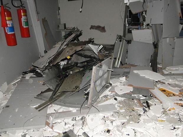 Caixa eletrônico explodido em Jaguaquara, na Bahia (Foto: Marcos Fram/ Blog Marcos Fram.com)