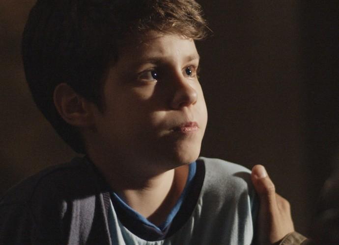 O menino teme perder o contato com o pai (Foto: TV Globo)