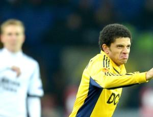 Taison comemora gol do Metalist contra o Rosenborg (Foto: Agência AFP)