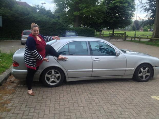 Esposa do vendedor aparece como 'modelo sexy' em anúncio de carro (Foto: Reprodução/eBay/camibanks)
