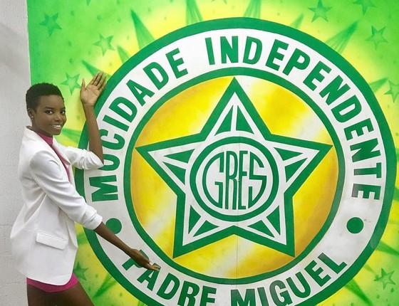 Maria Borges diz que não samba como brasileira, mas garante que tem ginga e diz que já está apaixonada pela Mocidade (Foto: Divulgação)