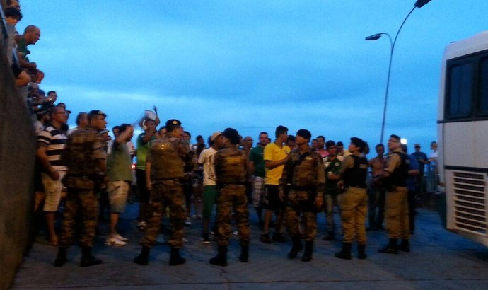 Protesto torcida Uberlândia UEC Parque do Sabiá (Foto: Hismênia Keller)