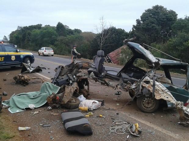 Acidente ocorreu no km 412 da BR-285, em Vitória das Missões (RS) (Foto: PRF/Divulgação)