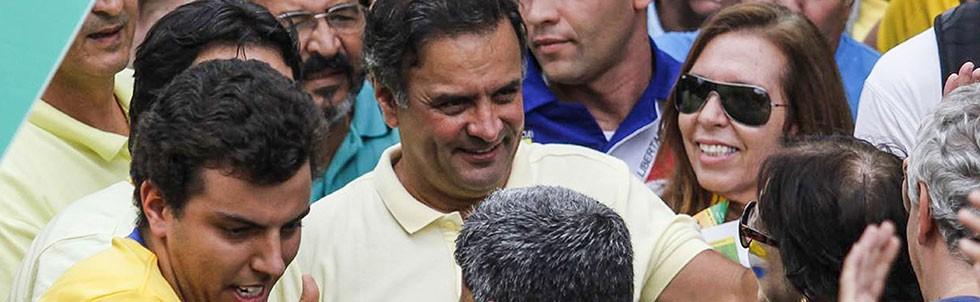 O senador Aécio Neves na Avenida Paulista neste 13 de março (Foto: Agência O Globo)