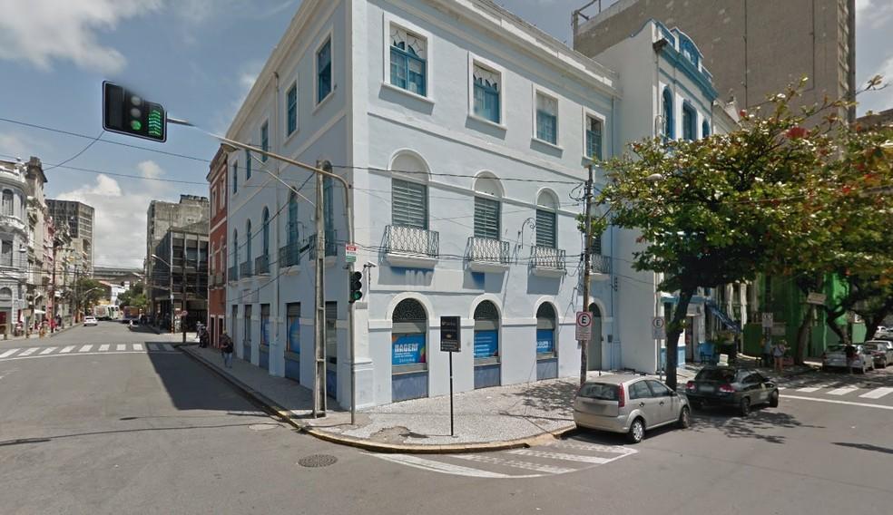 Loja fica na esquina das ruas do Imperador e 1º de Março, no bairro de Santo Antônio, no Centro do Recife (Foto: Reprodução/Google Street View)