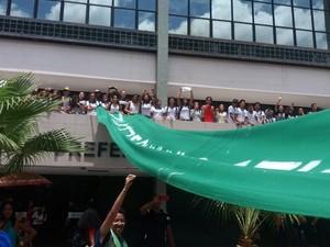 Manifestantes ocuparam a Prefeitura Municipal de Petrolina. (Foto: G1 Petrolina)