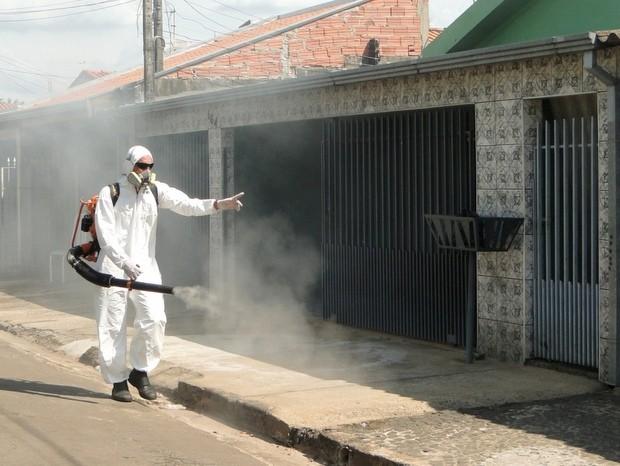 Equipes de saúde fazem nebulização de combate à dengue em Boituva (SP). (Foto: Divulgação)