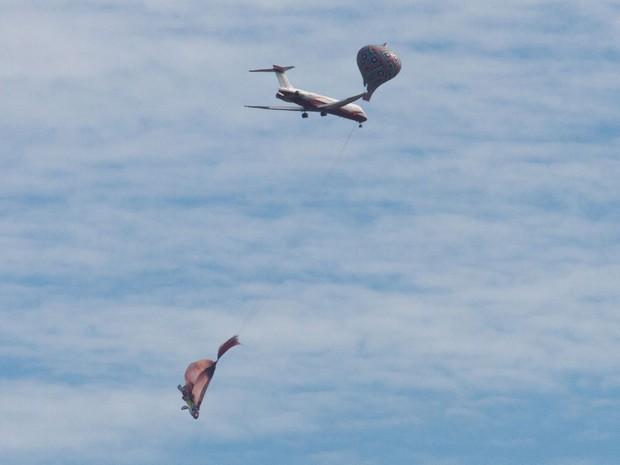Balão sobrevoa área de rota de aviões na Zona Norte de São Paulo na manhã deste sábado (26) (Foto: Dario Oliveira/Código 19/Estadão Conteúdo)
