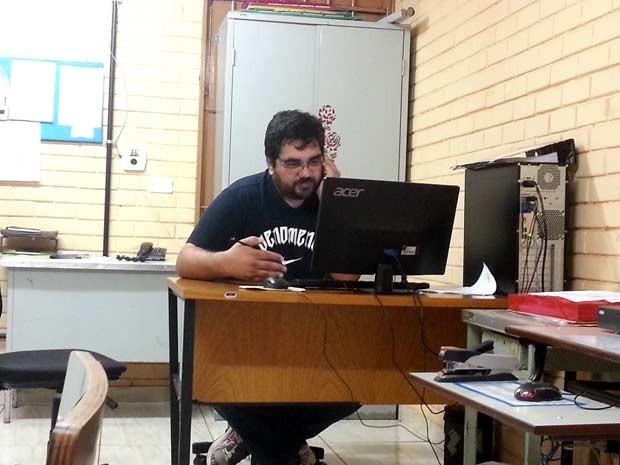 O professor Antônio Kubitschek em sala do Centro de Ensino Médio 03 de Taguatinga (Foto: Raquel Morais/G1)