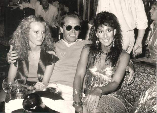 Jack Nicholson e Cher, habitués do Les Caves Du Roy, em registro de 1977 (Foto: Divulgação)