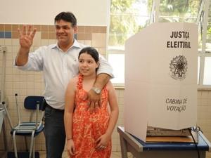 O candidato a prefeito de Limeira (SP) pelo PSB, Paulo Hadich, votou no Colégio São José, no Centro, às 13h30 deste domingo (7).  (Foto: Maurício Gil/G1)