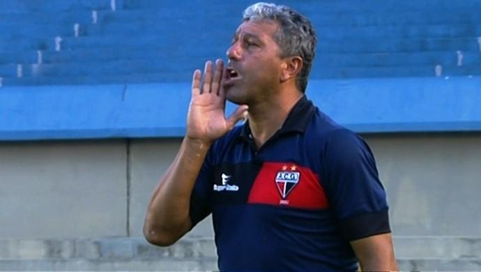 Gilberto Pereira, técnico do Atlético-GO (Foto: Reprodução/Premiere)