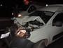 Homem lança carro contra caminhão após briga com mulher e vai preso
