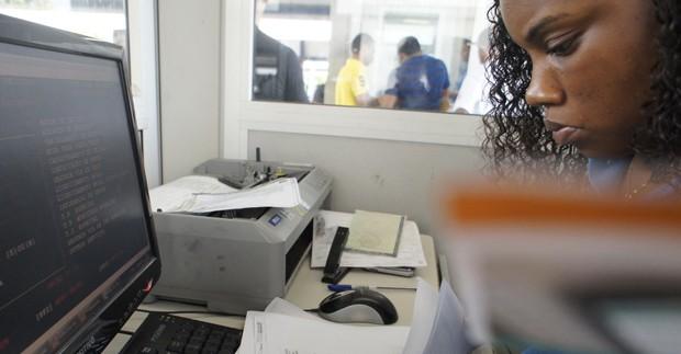 """""""A senhora tinha que ter autenticado o documento"""". O sistema só me deixa avançar se eu tiver um despachante (Foto: Julia Michaels)"""