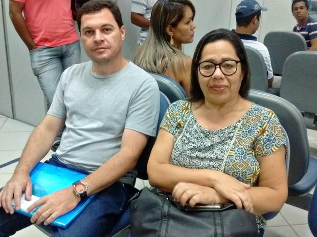 Rogério Luiz e Ivanete Cordeiro aproveitaram o sábado para tirar as dúvidas sobre o saque do benefício (Foto: Aline Nascimento/G1)