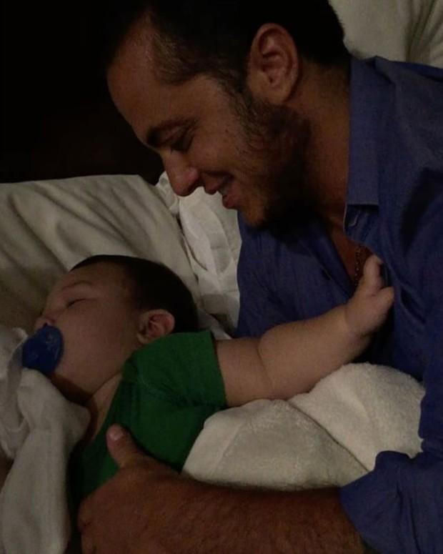 Thammy Miranda com Salvatore, filho de Antônia Fontenelle e Jonathan Costa (Foto: Reprodução/Instagram)