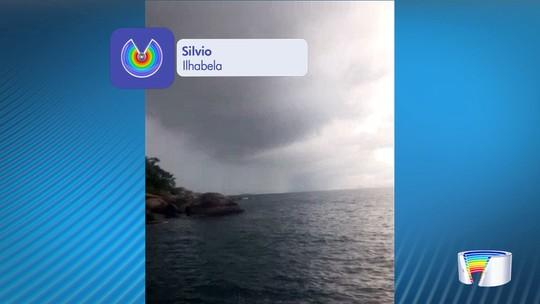 Moradores registram tromba d'água no mar em Ilhabela; veja vídeo