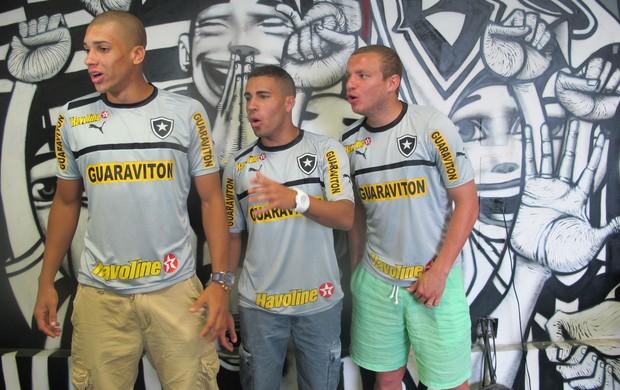 Doria, Gabriel e Marcelo Mattos Botafogo (Foto: Fabio Leme)