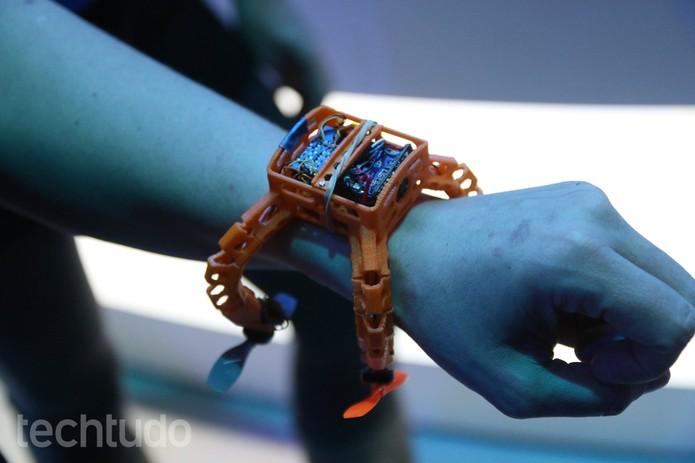 Nixie é um drone 'bizarro' que vira um relógio de pulso (Foto: Fabrício Vitorino/TechTudo)