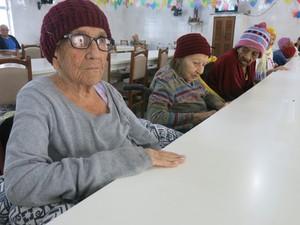 Dona Zila é a moradora mais velha do asilo (Foto: Anna Gabriela Ribeiro / G1)