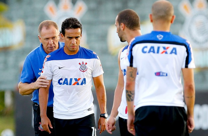 Jadson e Mano Menezes no treino do Corinthians (Foto: Daniel Augusto Jr. / Agência Corinthians)