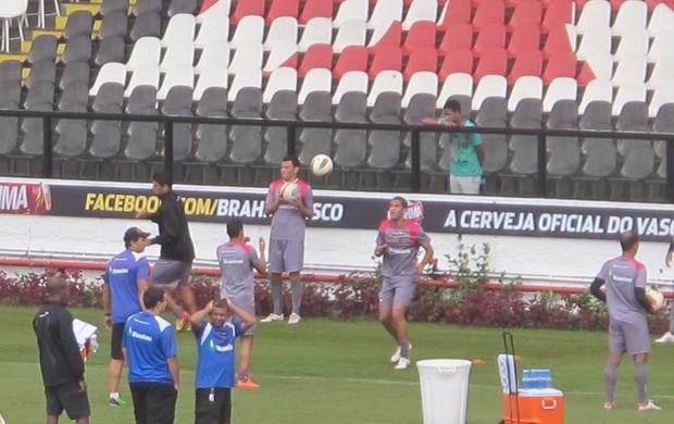 Romulo treino Vasco (Foto: Thiago Fernandes / Globoesporte.com)