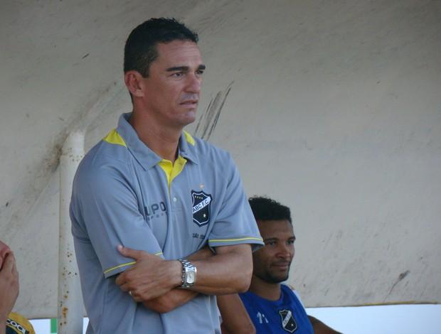 Barata, técnico interino do ABC (Foto: Rafael Morais/Divulgação)