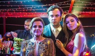Vilã ambiciosa, Sophia (Marieta Severo) é mãe de Gael (Sergio Guizé) e Lívia (Grazi Massafera). Conheça as histórias de 'O outro lado do paraíso', novela de Walcyr Carrasco que estreia dia 23 de outubro | Globo/Raquel Cunha