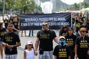Policiais federais e familiares em protesto no Rio de Janeiro (Foto: Tomaz Silva/ABr)