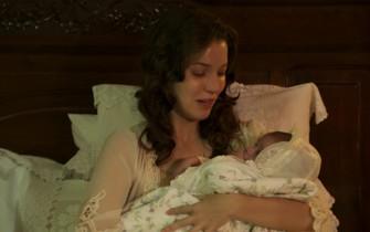 Anastácia dá à luz um menino