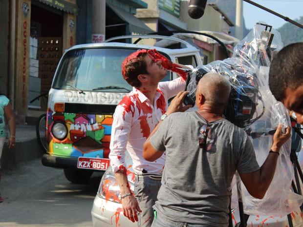 Maurício Destri grava cenas em plena cidade cenográfica (Foto: Rodrigo Dau/Gshow)