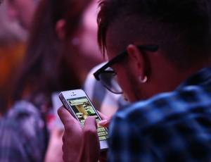 neymar celular (Foto: Agência RBS)