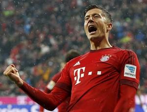 Lewandowski celebra gol pelo Bayern contra o Hoffenheim (Foto: REUTERS/Michaela Rehle)