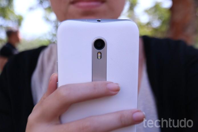 Detalhe da câmera traseira do Moto G 3 (Foto: Luana Marfim/TechTudo)