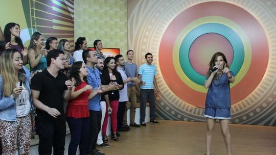Wanessa Camargo relembra carreira, canta sucessos e é homenageada por fãs