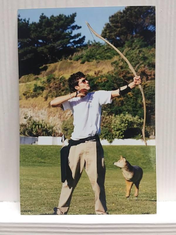 Os registros de Orlando Bloom mostrando os bastidores de 'O Senhor dos Anéis: A Sociedade do Anel' (2001) (Foto: Facebook)